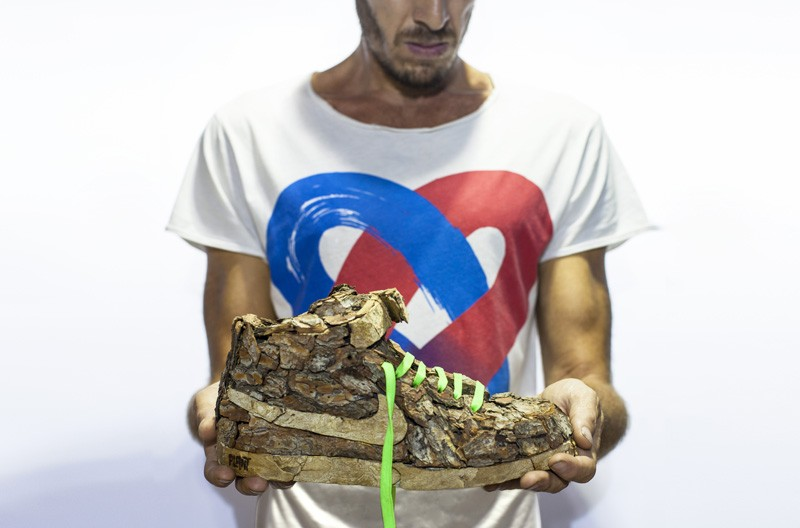 french-artist-combines-sneakers-and-nature1