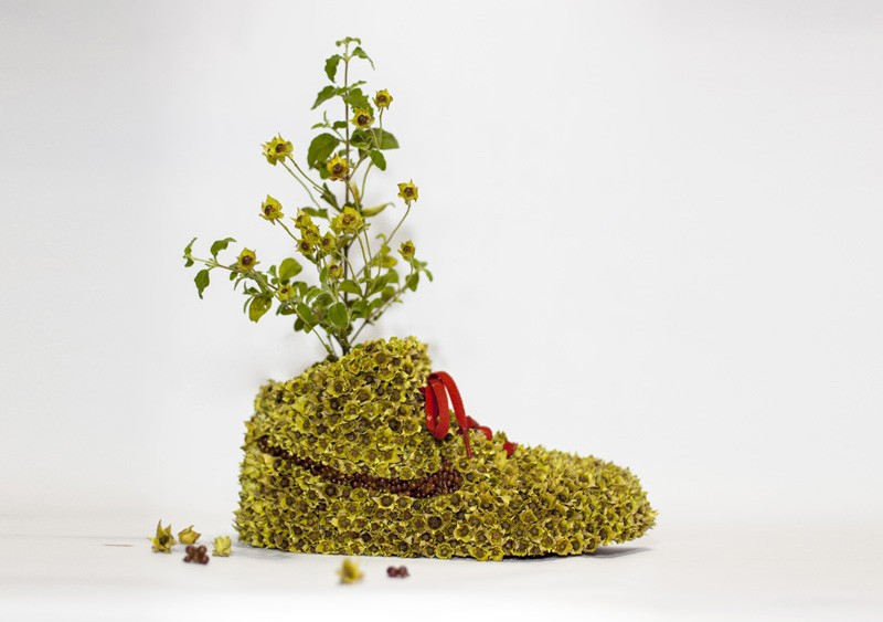 french-artist-combines-sneakers-and-nature12
