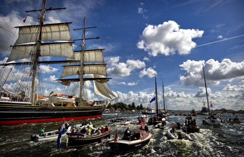 fotografii-s-parada-korabley-v-amsterdame-7