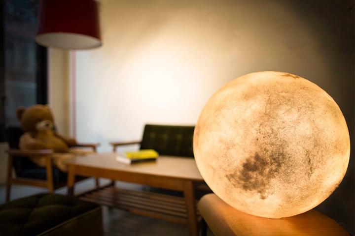 svetilniki-v-vide-luny-1