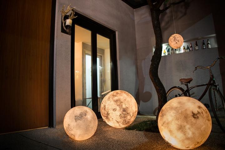 svetilniki-v-vide-luny-2