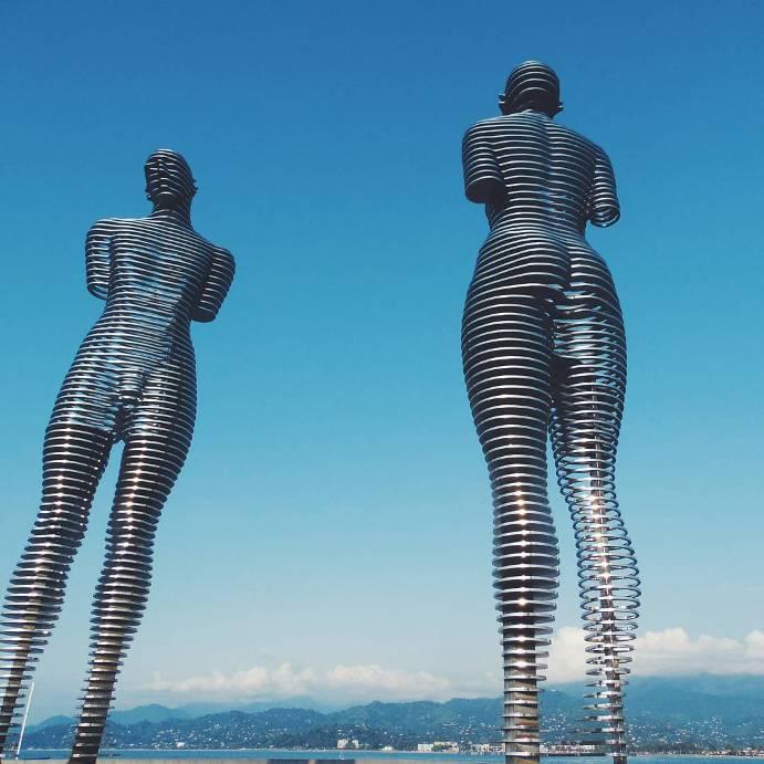 ogromnye-8-metrovye-statui-3