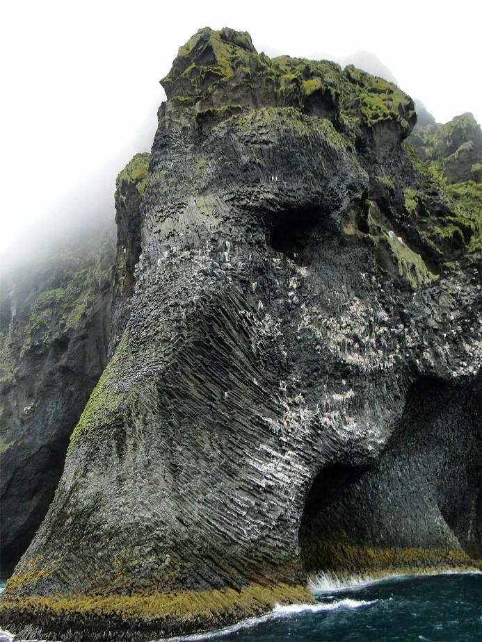 skala-v-islandii-pohozha-na-slona-2