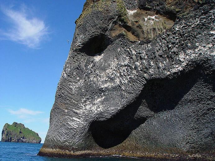 skala-v-islandii-pohozha-na-slona-4