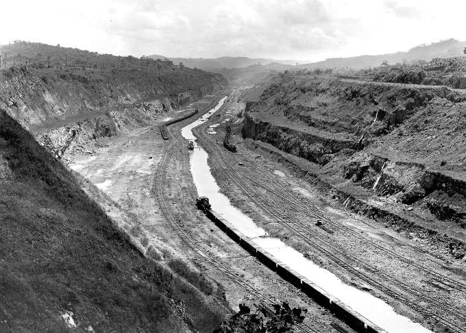 stroitelstvo-legendarnogo-panamskogo-kanala-35