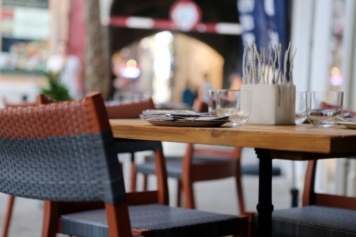 povedenie-v-restoranah