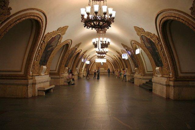 top-10-samyh-krasivyh-stanciy-metro-v-mire-23