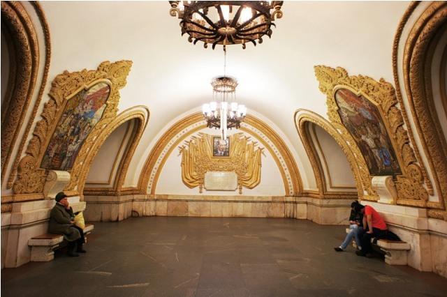 top-10-samyh-krasivyh-stanciy-metro-v-mire-24
