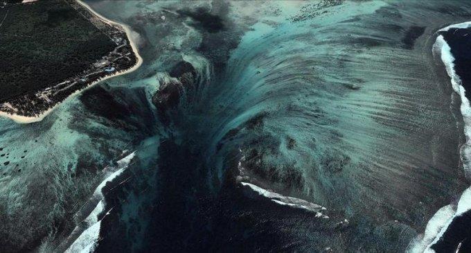 illuziya-podvodnogo-vodopada-3