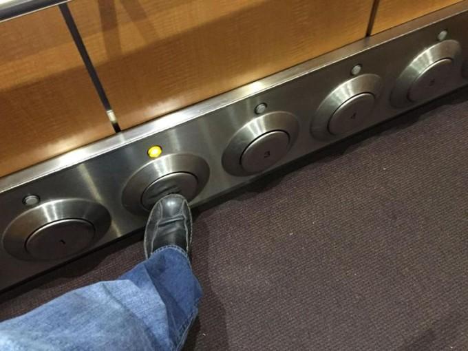 Пьяным лучше заползать вот в такой лифт