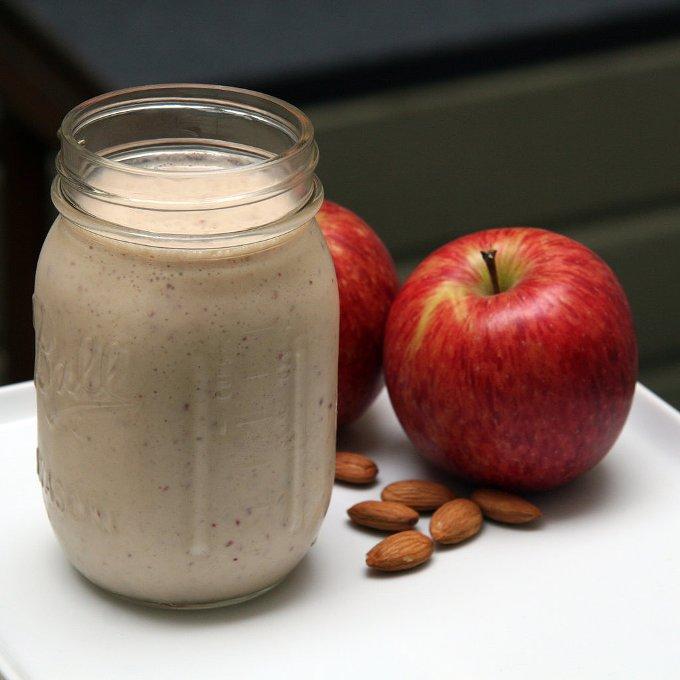 Яблочный смузи. Вкусно и полезно.
