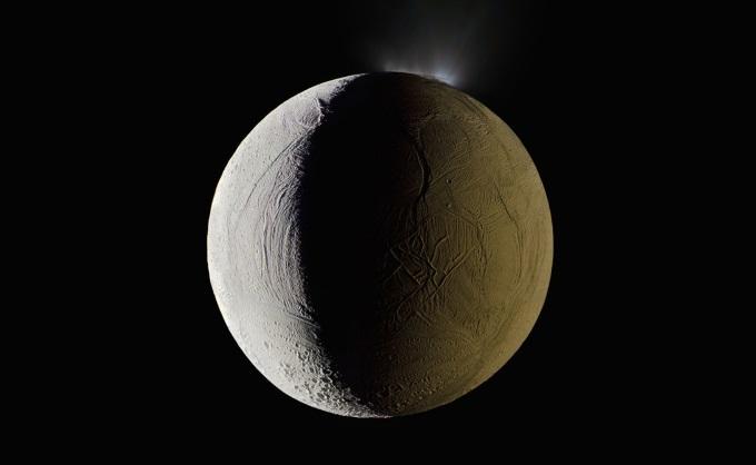 Энцеладус, шестой по величине спутник Сатурна. Cassini, 25 января 2009 года.