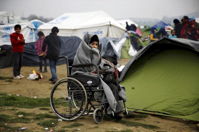 Сирийская беженка во временном лагере возле греческого посёлка Идомени недалеко от границы между Грецией и Македонией, 24 февраля 2016 года.