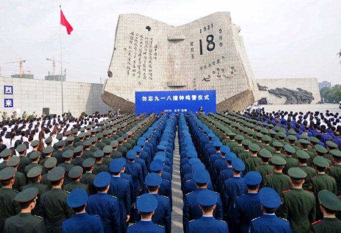 Фуражки. Солдаты во время церемонии, посвященной 84-й годовщине вторжения Японии в Китай, в музее истории, провинция Ляонин. (Фото Reuters)