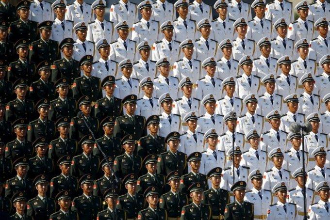 Китайский военный хор на военном параде в Пекине, 3 сентября 2015. (Фото Damir Sagolj | Reuters)