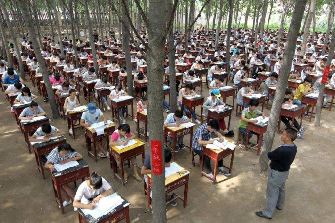 Выпускные экзамены в средней школе, провинция Хэнань, 3 июля 2015. (Фото Reuters)