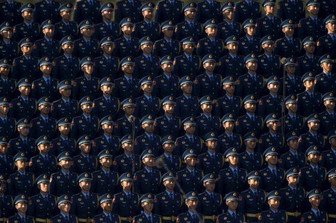 И снова китайские солдаты на военном параде в Пекине, 3 сентября 2015. (Фото Reuters)