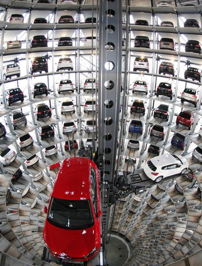 Парковка на заводе Volkswagen, Вольфсбург.
