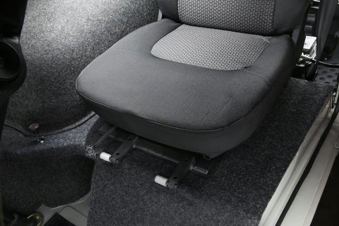 Продольная регулировка передних сидений!