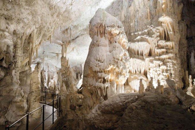 Пещера Postojna, Словения.