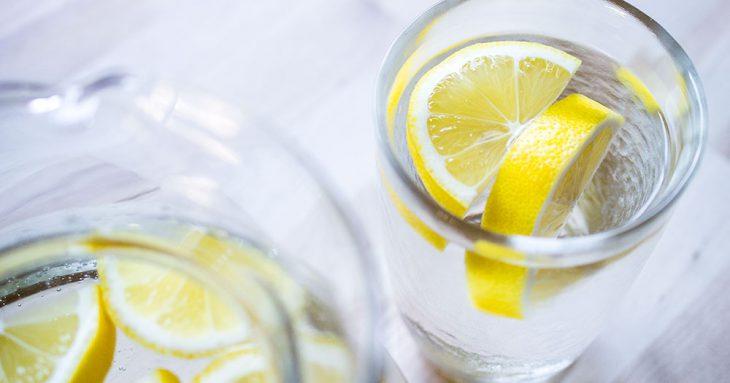 11-potryasaushih-svoystv-limonnoy-vody