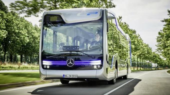 mersedes-pokazal-bespilotnyy-avtobus-budushego-1