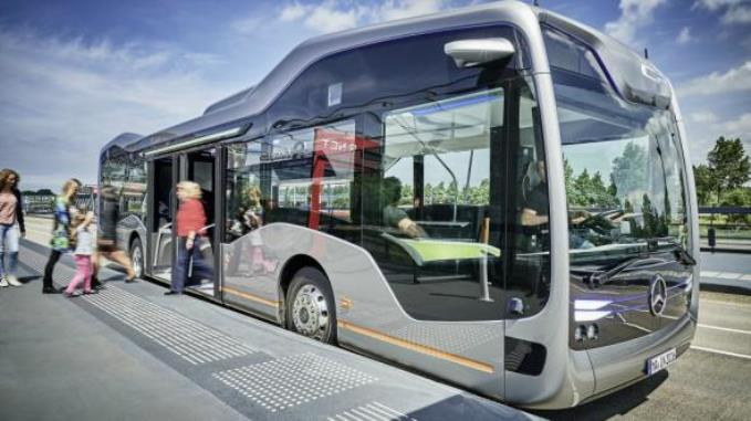 mersedes-pokazal-bespilotnyy-avtobus-budushego-2