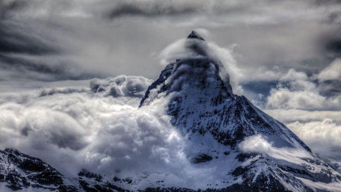 Облако, укутавшее вершину Маттерхорн