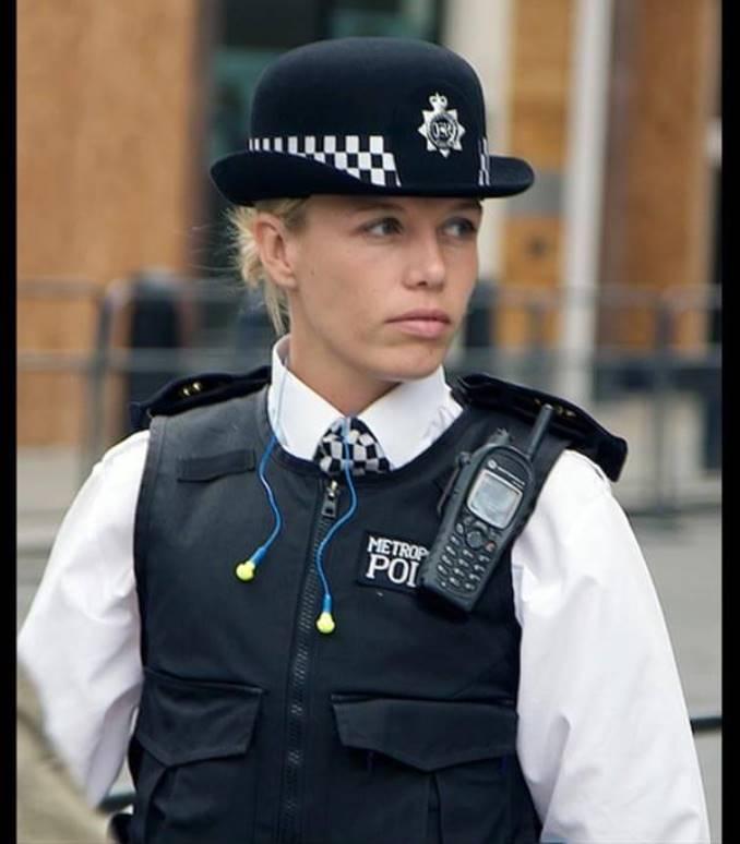 24women-police-gb