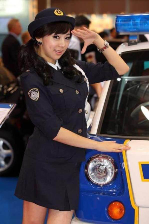 25women-police-japan