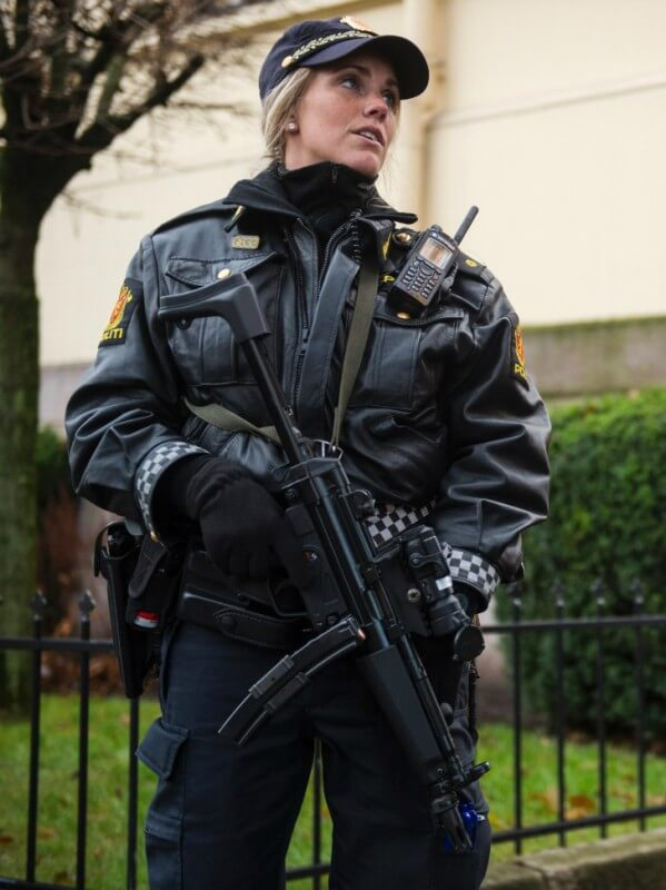 27women-police-norway