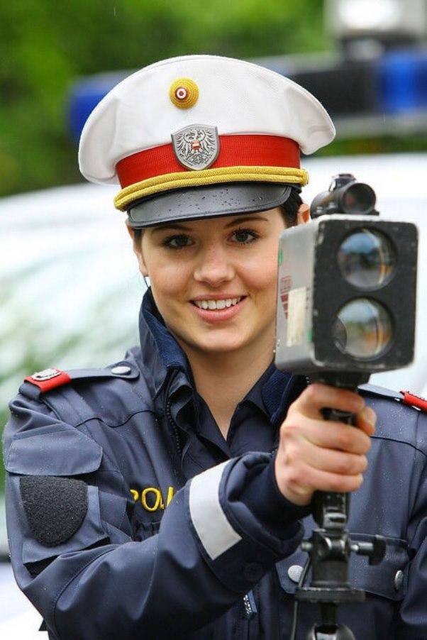 4women-police-austria