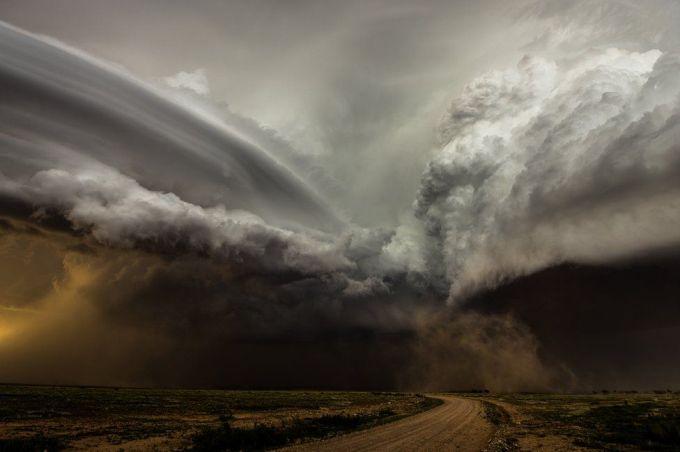 Столкновение штормов