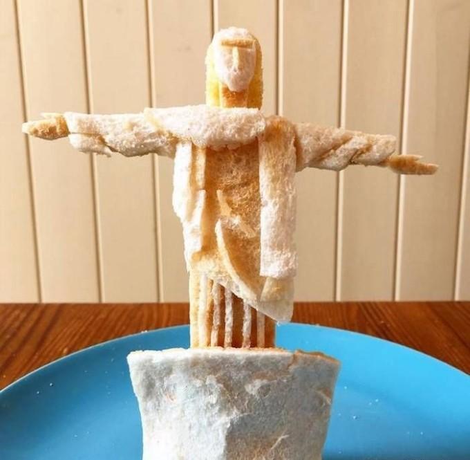 skulptury-iz-tostov-6