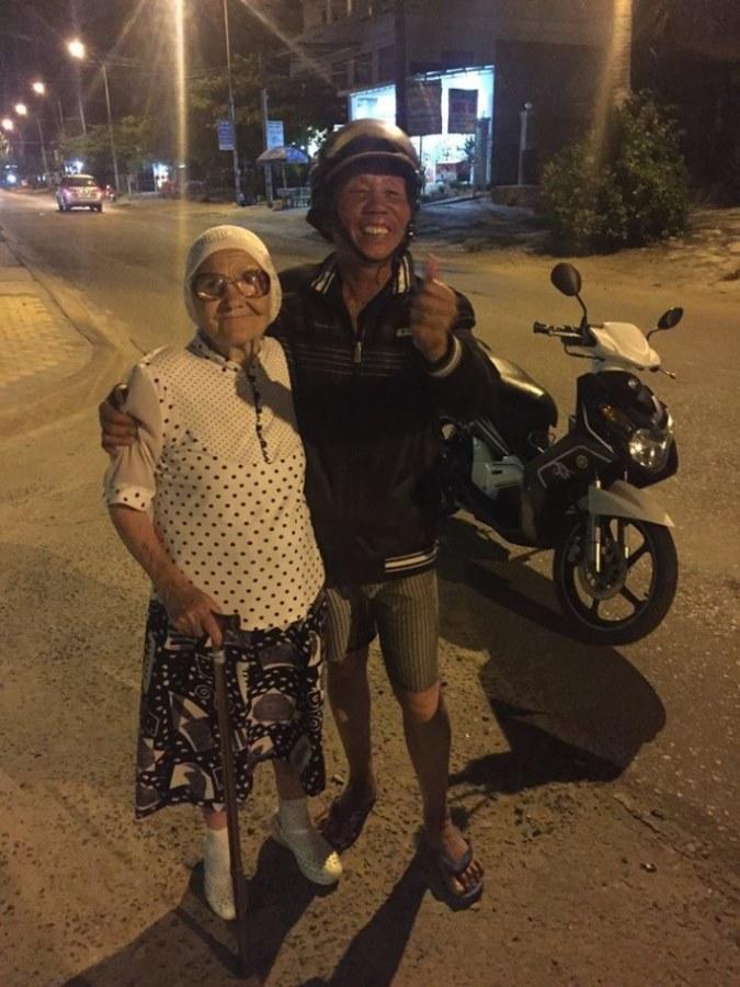89-letnya-jitelnica-puteshestvuet-po-miru-14