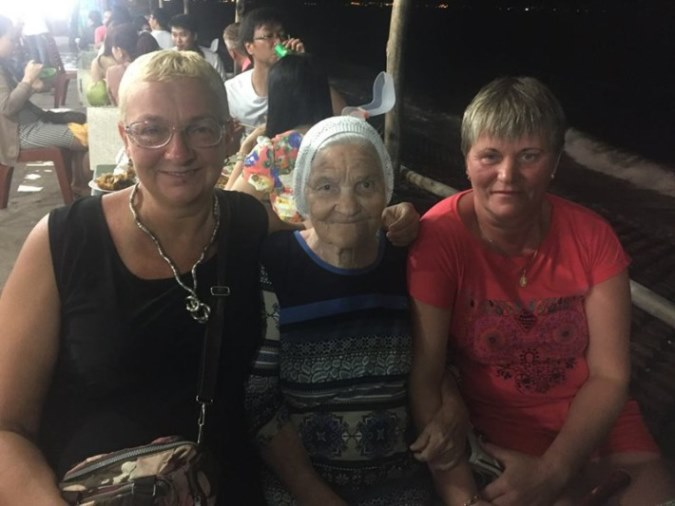 89-letnya-jitelnica-puteshestvuet-po-miru-6