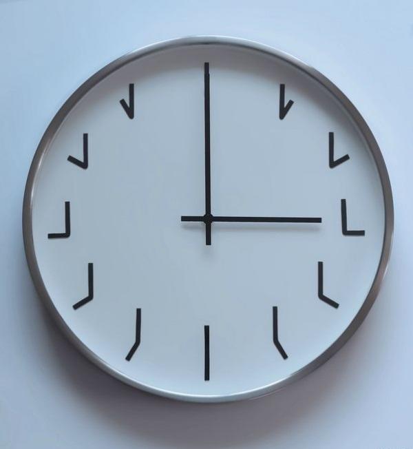 Часы для любителей логики.