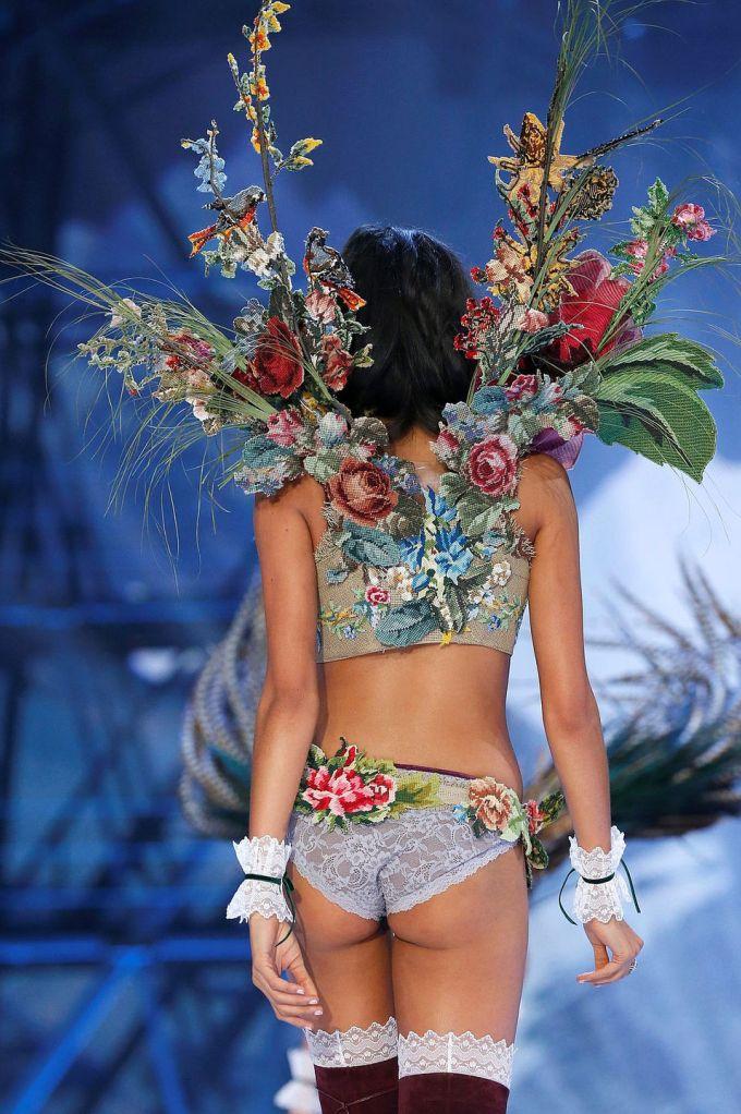 Каждая женщина в представлении Victoria's secret — прекрасный и редкий цветок